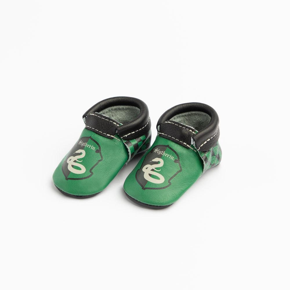 These adorable Slytherin mocassins will look perfect on those cute baby feet!