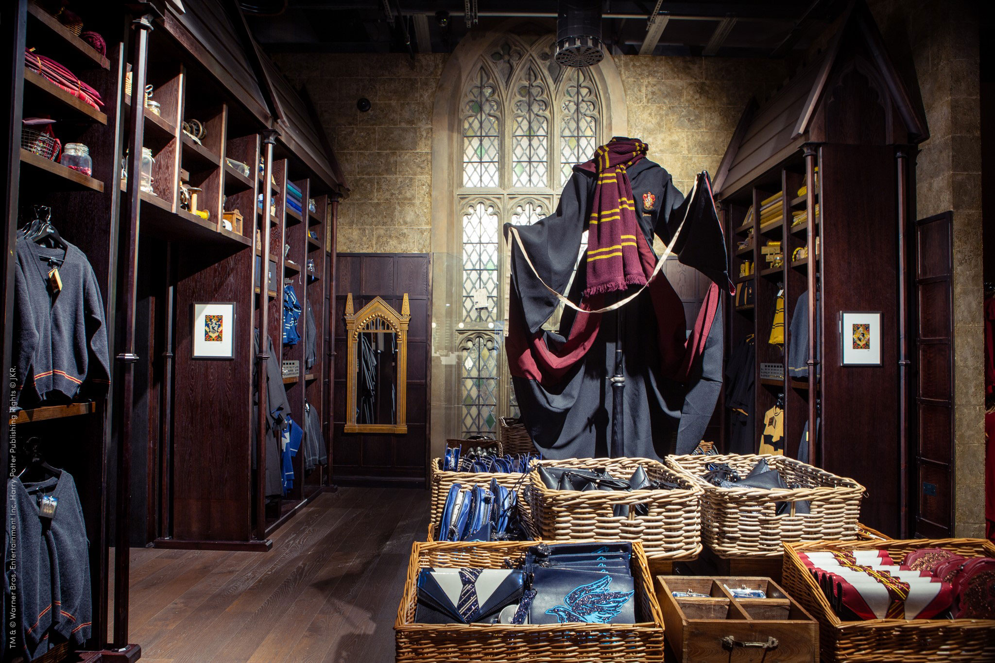 Members will have access to discounts at the Warner Bros. Studio Tour's gift shop.