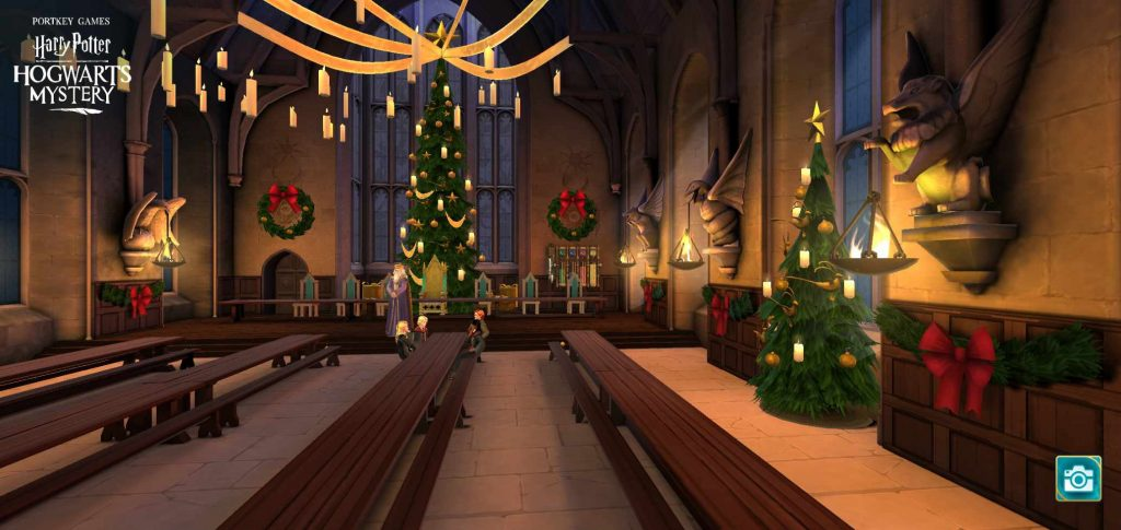 "The Great Hall is decorated for Christmas in ""Harry Potter: Hogwarts Mystery""."