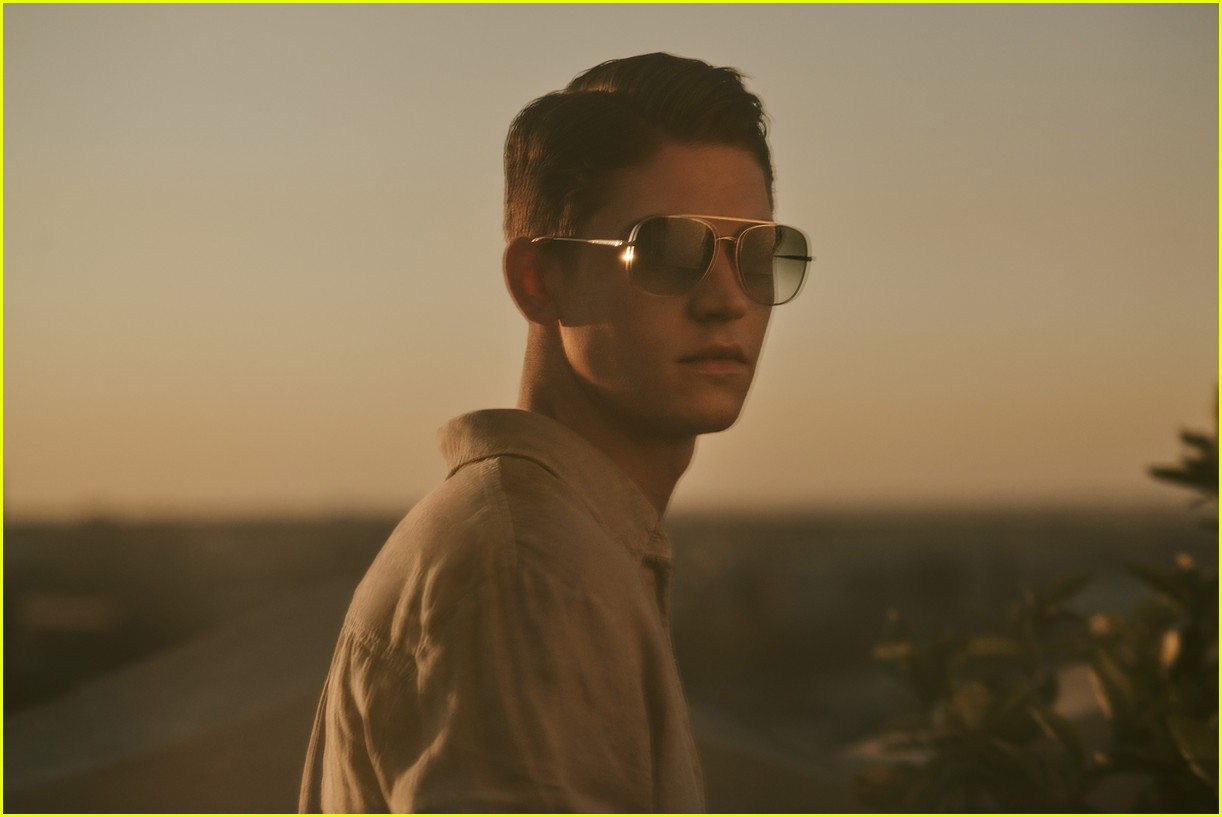 "Hero Fiennes-Tiffin should definitely be cast in a remake of ""Top Gun"" in his Oliver Peoples shades."