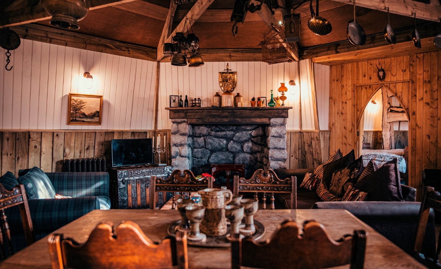 The interior of the groundskeeper's cottage looks a lot like Hagrid's hut, but it has all the comforts of a luxury holiday house.
