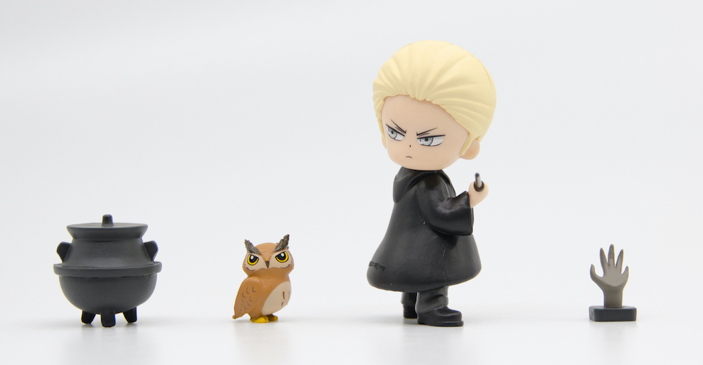 Draco also comes with an owl, famous for bringing deliveries of candy to the Slytherin table.