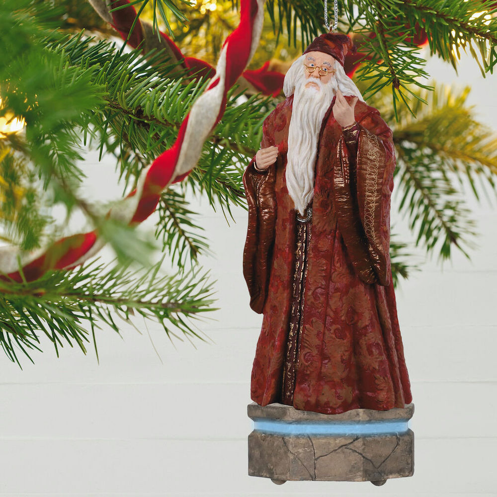 Designed by Kristina Gaughran and Tim Bodendistel, the ornament is modeled on Richard Harris's portrayal of Dumbledore.