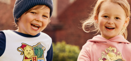 A promotional image for the Harry Potter x H&M collection, featuring two small children in Hogwarts-themed hoodies, is used as a featured image.