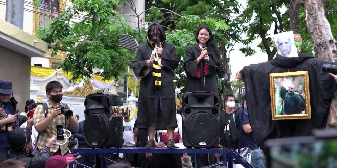 Harry Potter Vs You Know Who A Very Magical Protest In Thailand Mugglenet