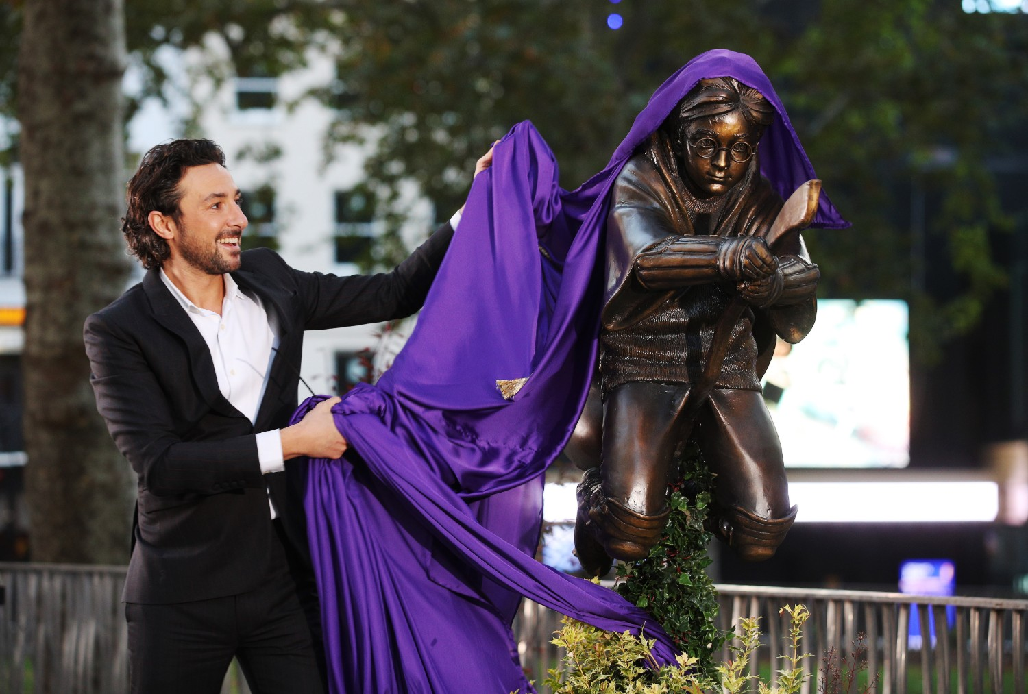 Alex Zane unveiling the Harry Potter statue