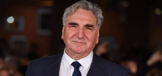 Jim Carter smiling on the red carpet