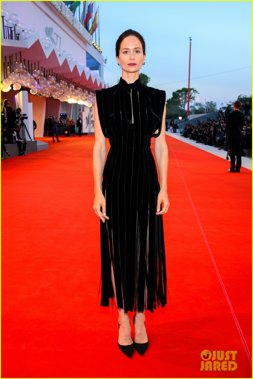 Katherine Waterston is chic in black on the red carpet at the Venice Film Festival.
