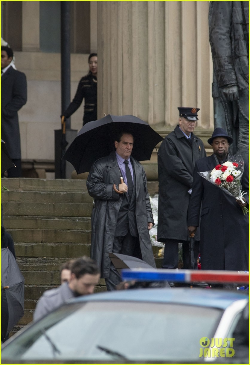 """People have apparently not yet learned to fear Oswald Cobblepot's umbrella in this set photo featuring Colin Farrell in """"The Batman""""."""