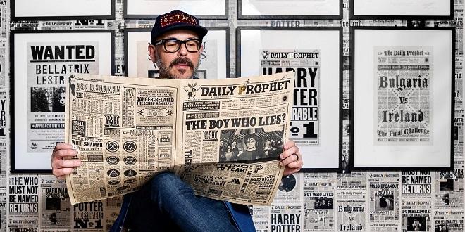 Eduardo Lima reading Daily Prophet