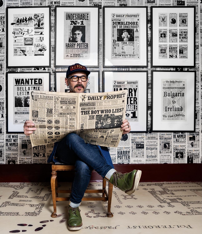 Eduardo Lima reading Daily Prophet prop replica