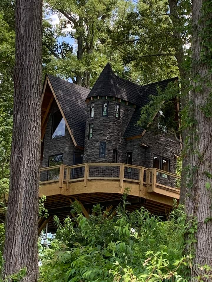 An Outside View of Wizard's Hollow in North Carolina