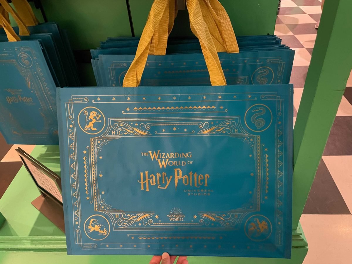 The large version of Universal Orlando Resort's reusable shopping bag