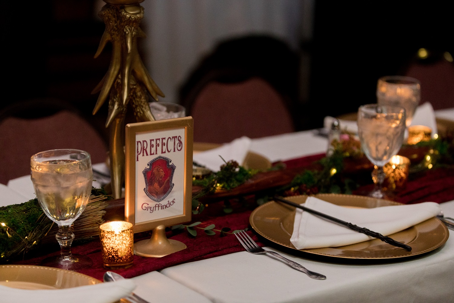 The theme of the Gryffindor table was inspired by the Forbidden Forest.