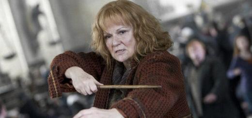 Molly Weasley duels Bellatrix.