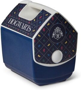 The Igloo Quart Limited Edition Portable Lunchbox Playmate Pal Cooler Ice Box in Harry Potter Hogwarts is pictured as sold on Amazon.