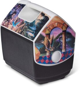 The Igloo Quart Limited Edition Portable Lunchbox Playmate Pal Cooler Ice Box in Harry Potter Literary is pictured as sold on Amazon.