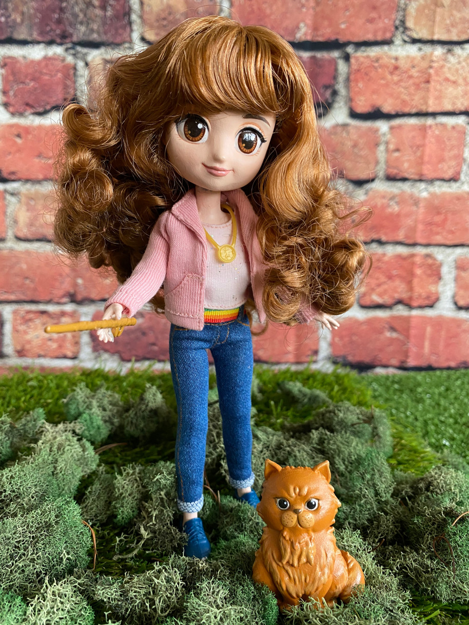 """Hermione doll in """"Prisoner of Azkaban"""" outfit with wand and Crookshanks"""