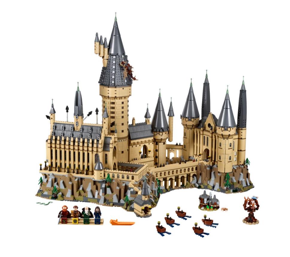 """Set up for LEGO """"Harry Potter"""" Hogwarts Castle 71043."""