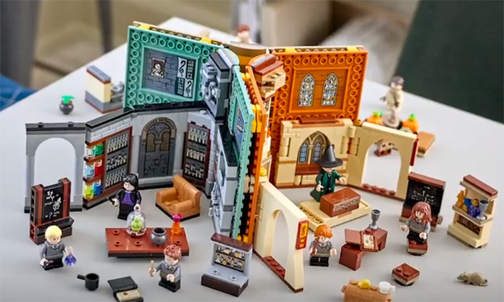 Hogwarts Moments textbooks could be bricked together for more fun.