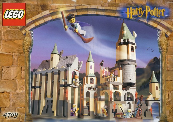 This is the cover art for Hogwarts Castle 4709 from LEGO Harry Potter.