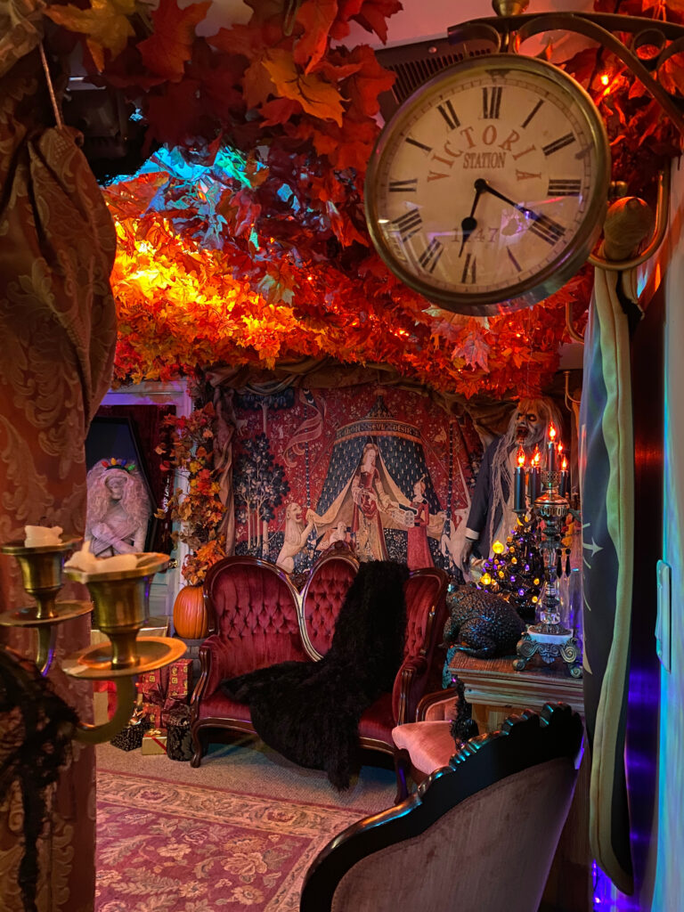 A Harry Potter fan's Gryffindor Common Room replica impressively occupies their basement