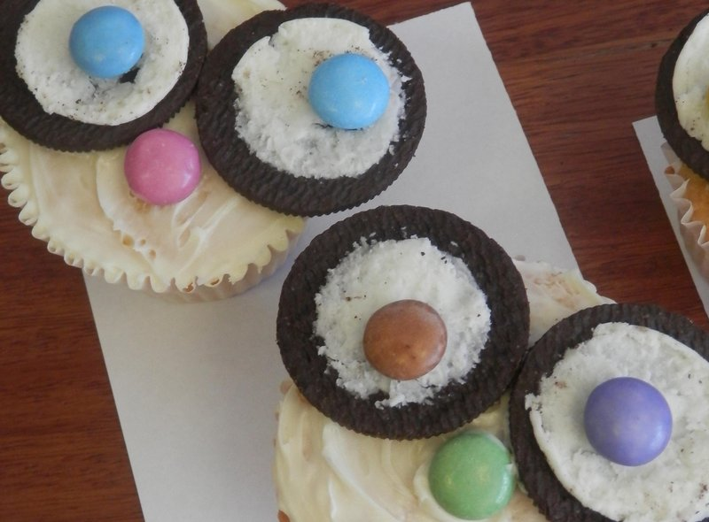 Students took to the kitchens to make owl cakes.