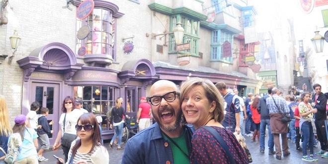 Eduardo Lima and Miraphora Mina are pictured smiling in Diagon Alley at Universal Orlando Resort