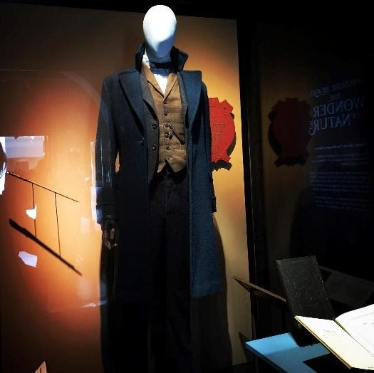 This is a replica of Newt Scamander's costume.