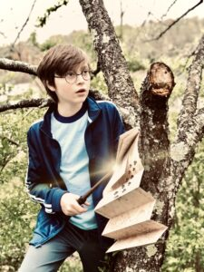 PotterKid as Harry Potter.